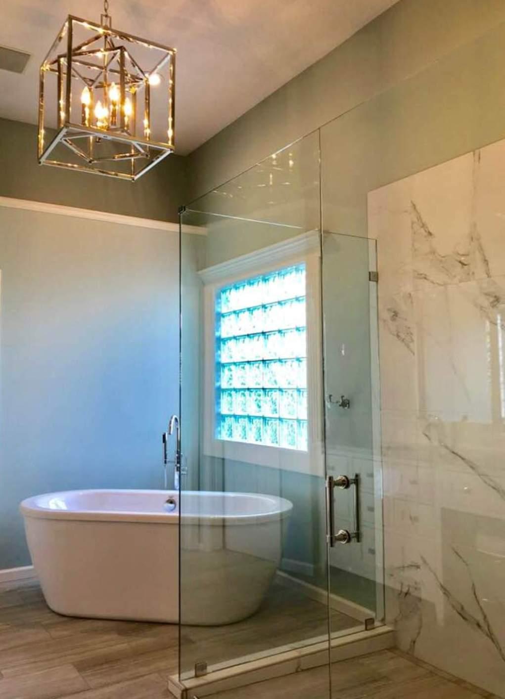 Master bath tub | KAREN MILLS